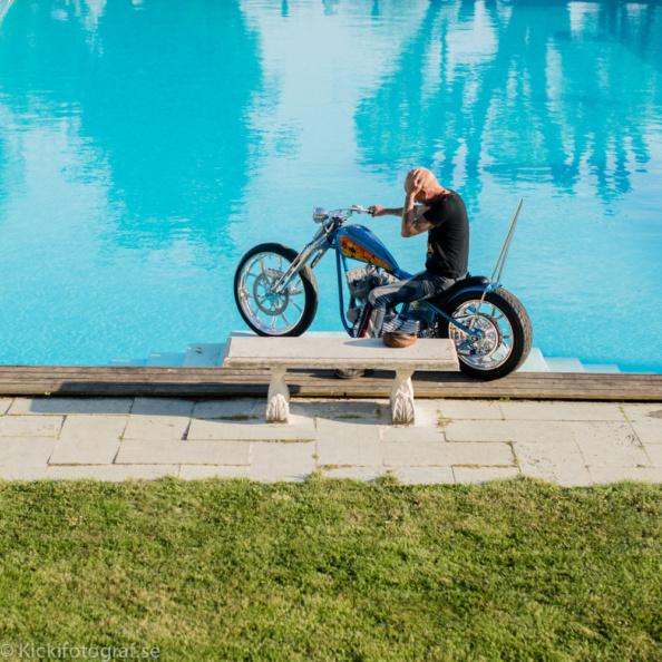 _DSC1669_kicki_fotograf_haringe_slott_chopper_custom_made_bike_show_norrtalje_biker_jolly_juper_lucky_luke_nikon_leica_portra_pool_sissy_bar_sissybar_