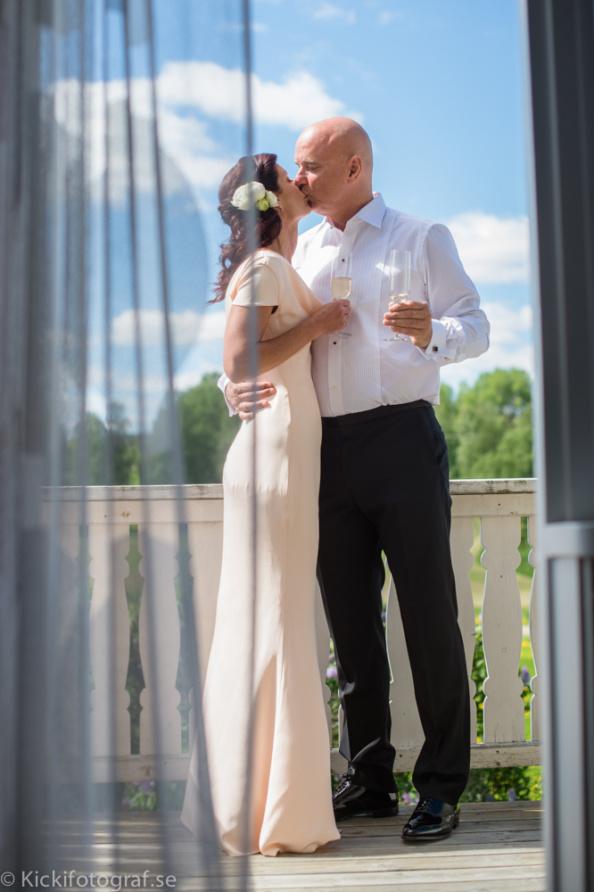 _DSC2039_ernest_young_kicki_fotograf_nikon_leica_portra_jarvsobaden_contryside_hotel_hast_vagn_halsingland_landet_sverige_brollop_wedding_summer_sommar_love_