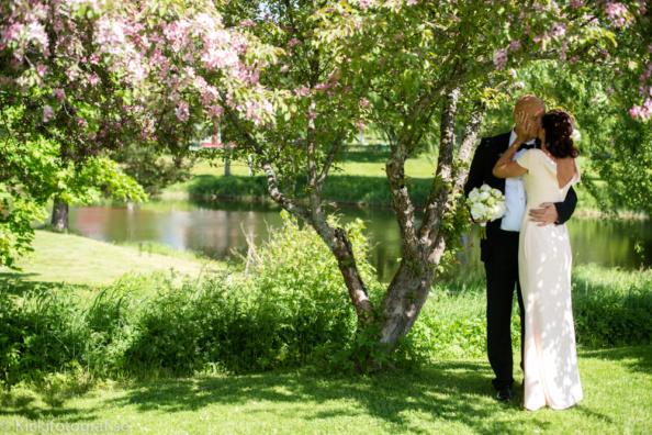 _DSC2168_ernest_young_kicki_fotograf_nikon_leica_portra_jarvsobaden_contryside_hotel_hast_vagn_halsingland_landet_sverige_brollop_wedding_summer_sommar_love_