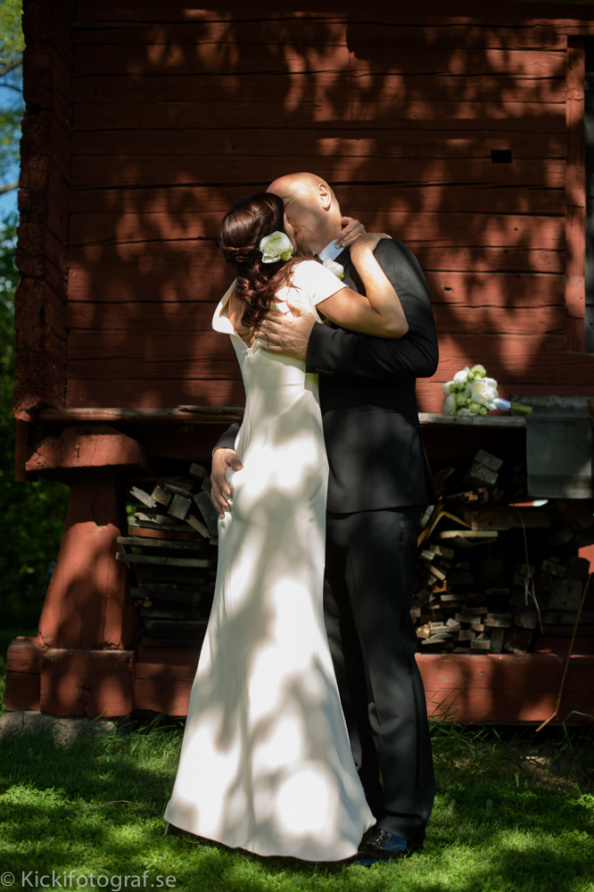 _DSC2327_ernest_young_kicki_fotograf_nikon_leica_portra_jarvsobaden_contryside_hotel_hast_vagn_halsingland_landet_sverige_brollop_wedding_summer_sommar_love_