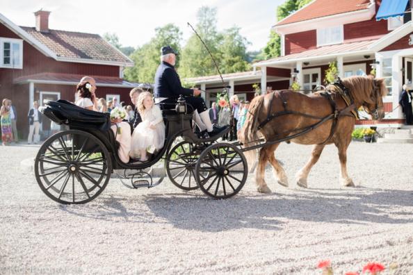 _DSC2753_ernest_young_kicki_fotograf_nikon_leica_portra_jarvsobaden_contryside_hotel_hast_vagn_halsingland_landet_sverige_brollop_wedding_summer_sommar_love_