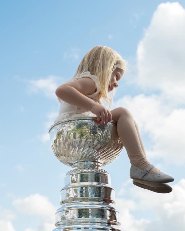 _DSC8908_nhl_stanley_cup_trophy_patric_hornqvist_malin_hornqvist_pittsburgh_penguins_mambofilm_kicki_fotograf_cecilia_hulphers_calle_eriksson_lars_broms_nikon_d4s_leica_portra_