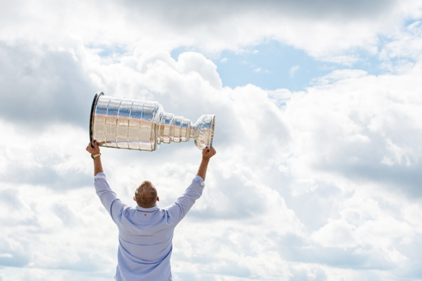 _DSC9146_nhl_stanley_cup_trophy_patric_hornqvist_malin_hornqvist_pittsburgh_penguins_mambofilm_kicki_fotograf_cecilia_hulphers_calle_eriksson_lars_broms_nikon_d4s_leica_portra_